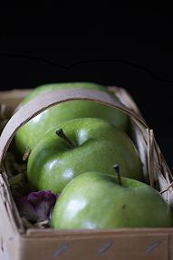 basket od apples