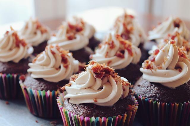 cupcakes-690040_640