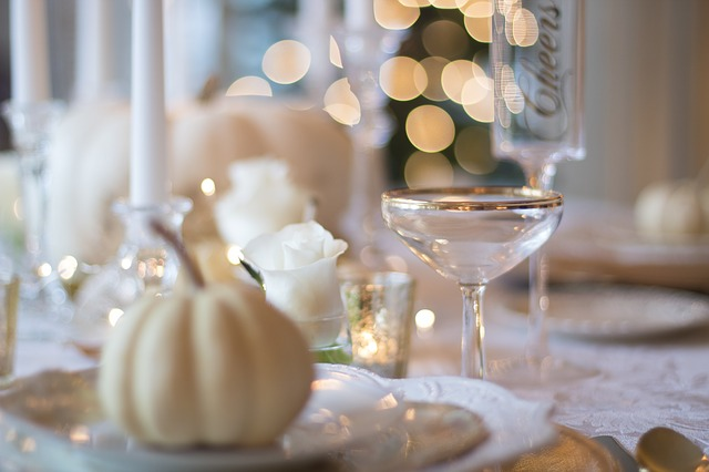 holiday-table-1926946_640 (2)